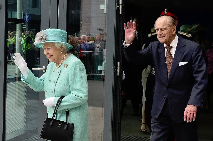 снимка 1 Съпругът на кралица Елизабет II принц Филип е приет в болница