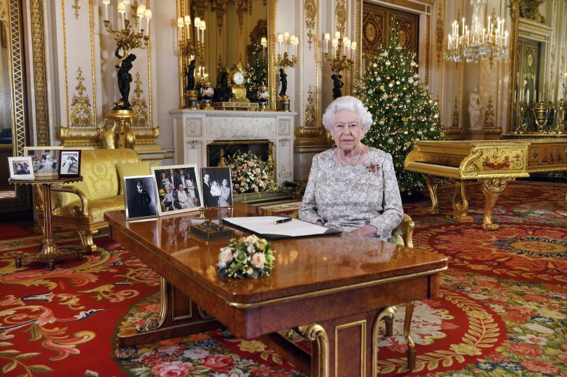 кралица елизабет отправи пожелания мир коледното послание