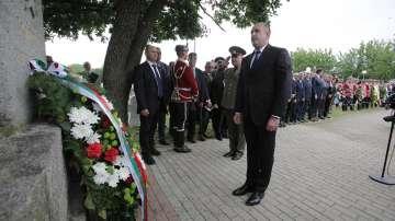 Президентът Румен Радев посети военния мемориал в Ново село