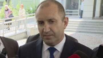 Румен Радев: Риска от политическите решения го носят военните