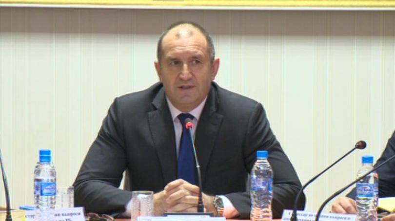 Президентът Румен Радев предложи в секционните комисии, където се осъществява