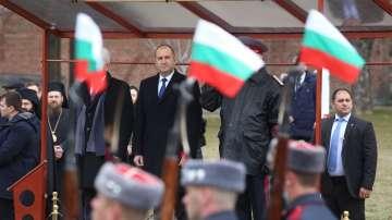 Президентът Румен Радев положи венец пред Паметника на Незнайния войн