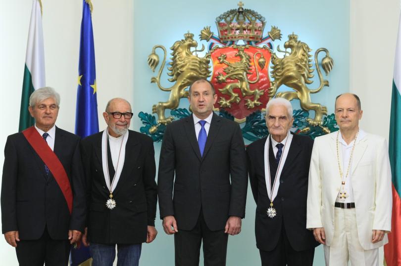 Президентът Румен Радев връчи високи държавни отличия на четирима изтъкнати