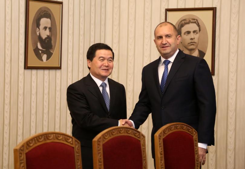снимка 1 Президентът Радев се срещна с водещи китайски компании