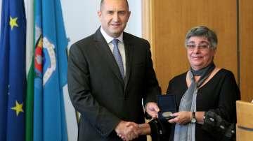 Румен Радев връчи почетния знак на президента на Съюза на учените