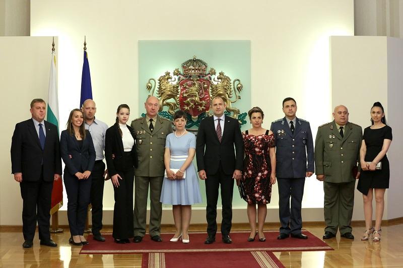 президентът радев произведе трима генерали галерия