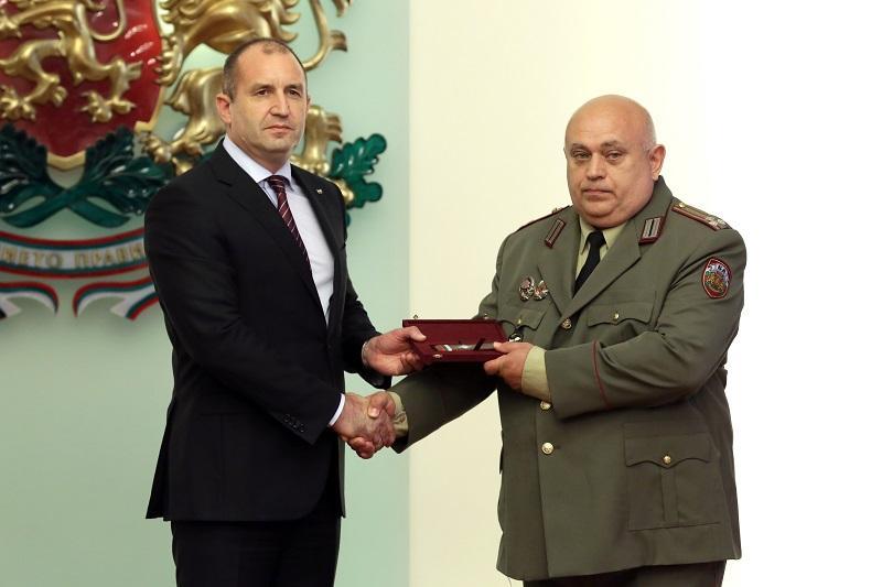 снимка 1 Президентът Радев произведе трима генерали (ГАЛЕРИЯ)