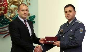 Президентът Румен Радев с бр. ген. Красимир Кънев