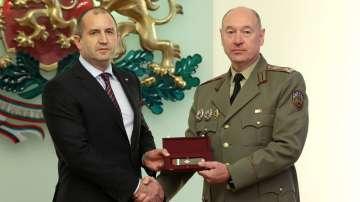 Президентът Румен Радев и бр. ген. Васил Събински