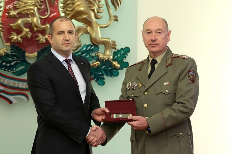 снимка 3 Президентът Радев произведе трима генерали (ГАЛЕРИЯ)