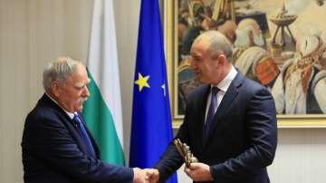 Президентът награди Георги Иванов с почетния си знак