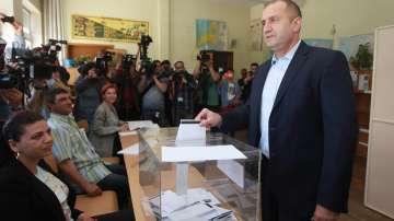 Президентът Радев гласува и призова за единна, силна и солидарна Европа