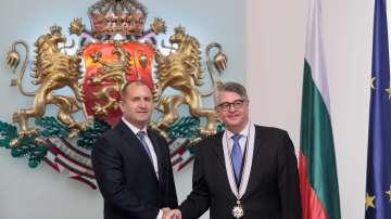 """Президентът удостои гръцкия посланик с орден """"Стара планина"""" първа степен"""