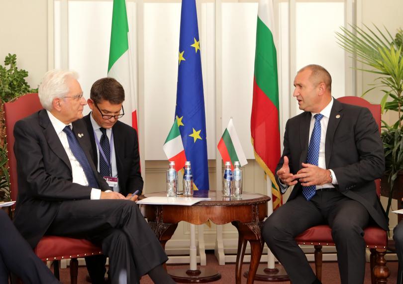 снимка 1 Президентите Румен Радев и Серджо Матарела разговаряха в Рига