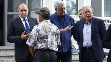 Президентът Радев разговаря с кметове и фермери от селата с огнища на чума
