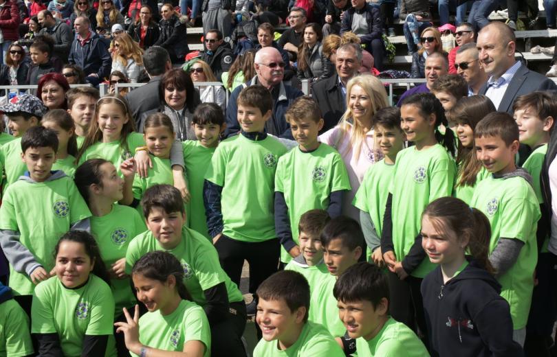 Президентът Румен Радев откри спортен празник в Националната спортна академия.