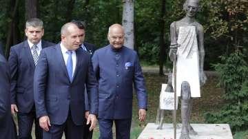 Президентите на България и Индия откриха паметника на Махатма Ганди в София