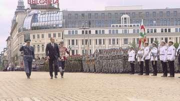 Вижте военния парад за празника на Българската армия