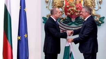 Президентът връчи българския флаг на антарктическата ни експедиция