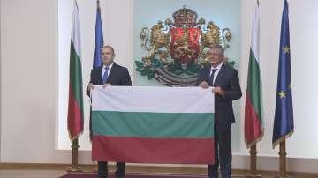 Президентът връчи националния флаг на 28-та българска антарктическа експедиция