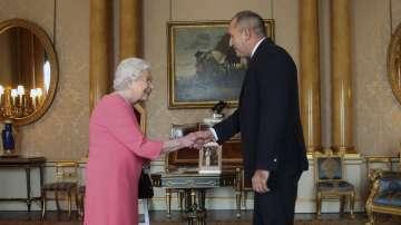 Президентът Радев покани кралица Елизабет II да посети България догодина