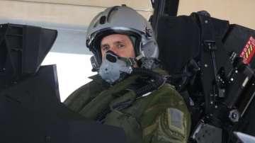 Президентът Румен Радев пилотира френски изтребител Рафал
