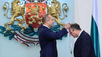 Румен Радев връчи орден Стара планина на посланика на САЩ Ерик Рубин
