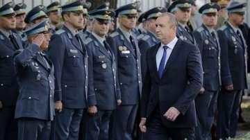 Президентът поздрави военните летци по случай празника им