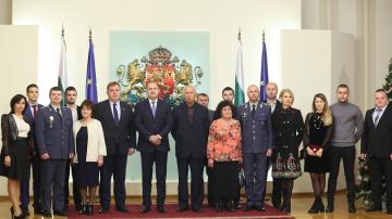 Радев връчи пагоните на военнослужещи, удостоени с висше офицерско звание