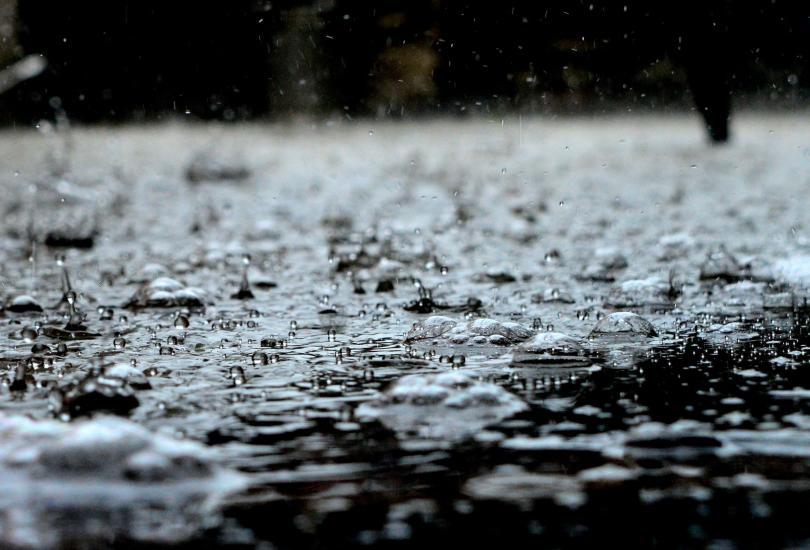 Порой в Севлиево - за по-малко от час се изсипаха 57 л дъжд на квадрат