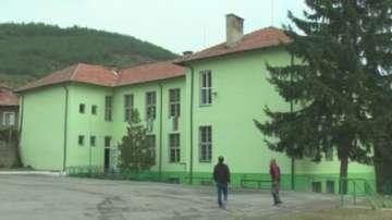 Училище в село Раждавица обучава и интегрира 80 деца от социално слаби семейства
