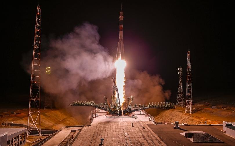 Снимка: Корабът с руско-американски екипаж се скачи с Международната космическа станция