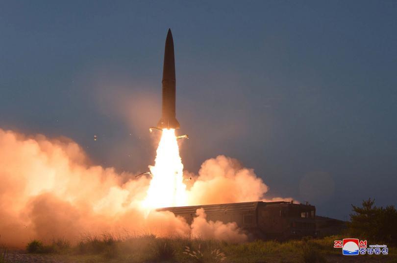 Севернокорейската информационна агенция публикува снимки на изстрелването на двете балистични