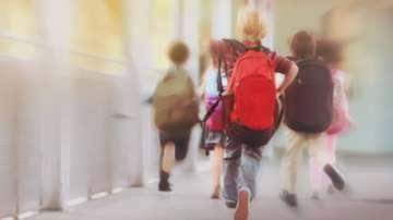 Родители ще се надбягват с ученически раници на гръб