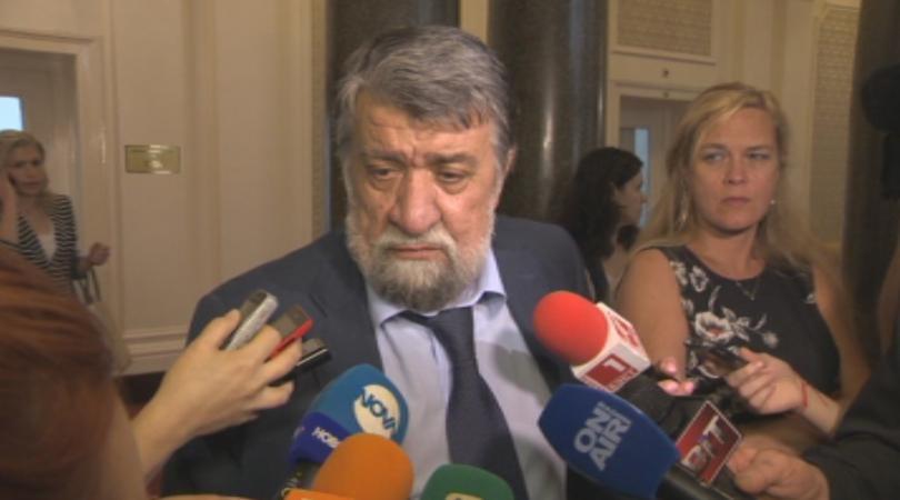 Вежди Рашидов не се притеснява от исканията за оставката му