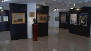 Вежди Рашидов дари свои творби на Националната художествена галерия