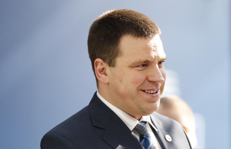 Естонският популистки премиер оцеля във вот на недоверие, повдигнат от