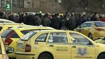 Таксиметрови шофьори от Пловдив готвят протест заради висок патентен данък