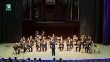 Оркестърът на флота подарява концерт на варненци