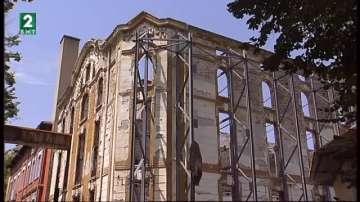 Укрепиха един от изгорелите тютюневи складове в Пловдив