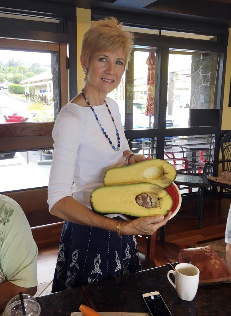 снимка 1 Гигантско авокадо може да постави световен рекорд