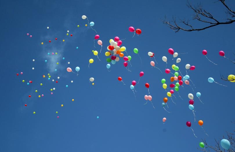С информационна кампания и пускане във въздуха на десетки цветни