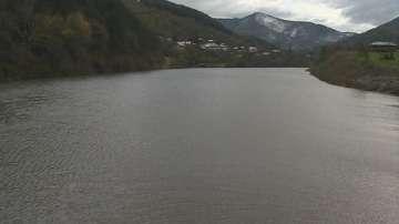 Чистят коритото на река Искър