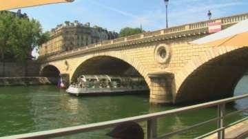 Отвориха плажа на река Сена в Париж
