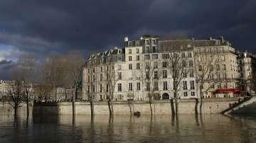 Река Сена повиши застрашително нивото си в Париж
