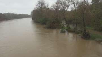 Придошлата река Велека постепенно се прибира в коритото си