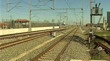 Две деца пострадаха леко след падане на ограда на жп надлез