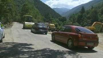 Ремонтират пътя до Рилския манастир