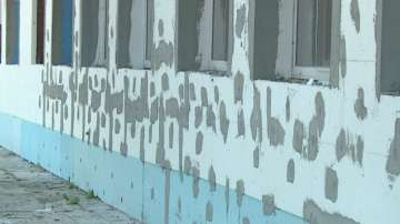 Фирма остави недовършен ремонта на гимназия в Пловдив