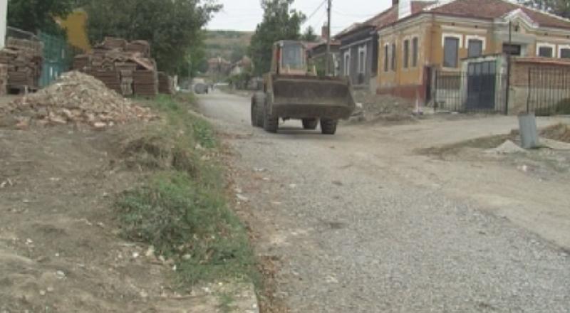 Три месеца след пороя в град Мизия, който разруши улици